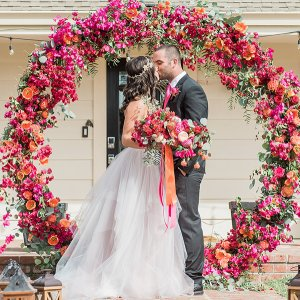 Match Your Wedding Gown With Your Flower Arrangement